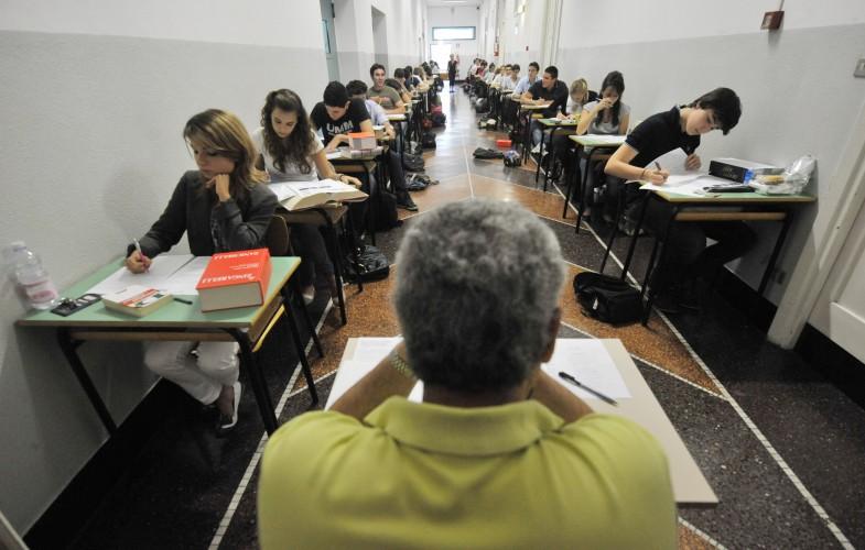 Scuola – Maturità: latino scritto al Classico e matematica allo Scientifico