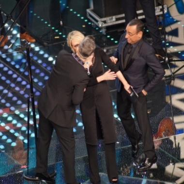 Sanremo – La serata delle cover. E Maria spiega quelle labbra vogliose con Robbie Williams