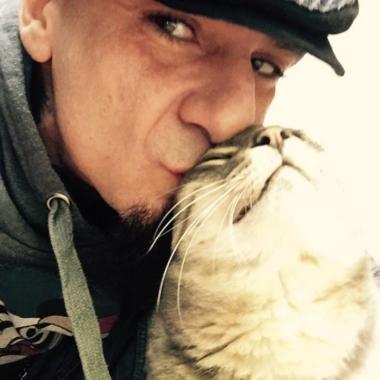 """Animali – J-Ax al suo gatto: """"Ciao Little, mi hai salvato la vita"""""""
