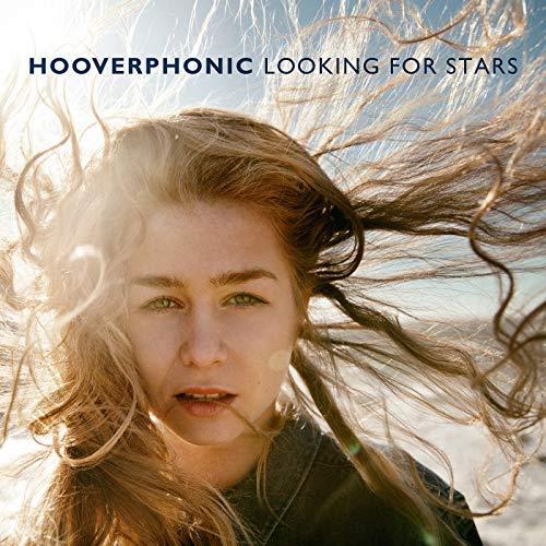 """HOOVERPHONIC – LOOKING FOR STARS GLI HOOVERPHONIC SONO TORNATI CON IL LORO DECIMO ALBUM DI INEDITI, LOOKING FOR STARS, CON UNA NUOVA FORMAZIONE: A DARE VOCE ALLE CREAZIONI MUSICALI DI ALEX CALLIER E RAYMOND GEERTS È ORA LA DICIASSETTENNE LUKA CRUYSBERGHS, VINCITRICE DELL'EDIZIONE FIAMMINGA DI """"THE VOICE"""". LOOKING FOR STARS CONTIENE UNDICI NUOVI BRANI ANTICIPATI DAL SINGOLO ROMANTIC."""