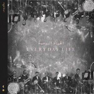 """COLDPLAY – EVERYDAY LIFE A QUATTRO ANNI DAL PRECEDENTE ALBUM """"A HEAD FULL OF DREAMS"""", I COLDPLAY TORNANO CON """"EVERYDAY LIFE"""". IL DISCO SI DIVIDE IN DUE PARTI INTITOLATE SUNRISE E SUNSET, ALBA E TRAMONTO (CONTENENTI ENTRAMBE OTTO BRANI) IN UNA DICOTOMIA CHE RAPPRESENTA LA VITA DI TUTTI I GIORNI, FATTA DI LUCI E OMBRE. L'ALBUM MESCOLA SUONI E ISPIRAZIONI CHE VANNO DALL'ORIENTE ALL'OCCIDENTE ED È RICCO DI RIFERIMENTI A GUERRA, RAZZISMO, VIOLENZE E SPIRITUALITÀ."""