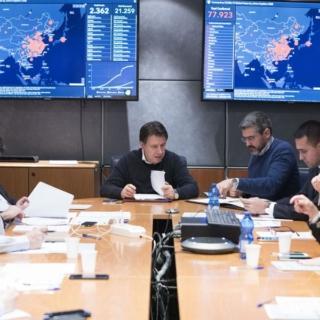 Covid-19/ Il presidente Conte firma il nuovo dpcm