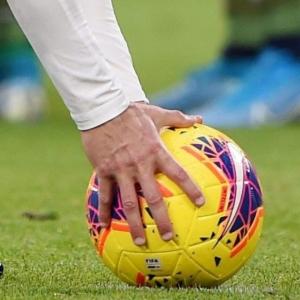 Il campionato di calcio riparte il 20 giugno