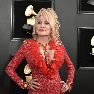 Musica - Dolly Parton, la regina del country, prepara il Natale per i fans