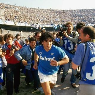 Maradona - Lo stadio di Napoli è stadio Maradona