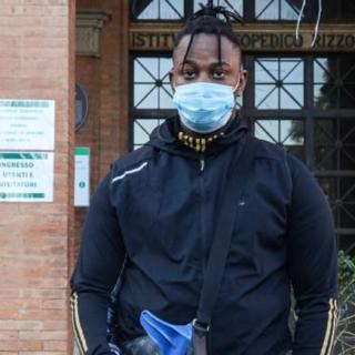 Storie - Giovane calciatore perde gamba e con il suo rap sostiene malati