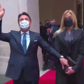 Conte lascia  palazzo Chigi