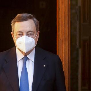 """Draghi promuove il mix di vaccini: """"Lo farò anche io perché è più efficace"""""""