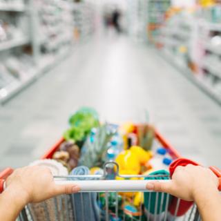 Crollo delle vendite al dettaglio nel 2020: bene i prodotti alimentari e le vendite online