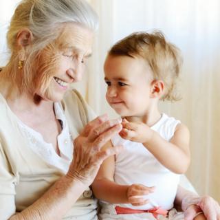 Scienza  - Le nonne sono importanti per la crescita dei neonati