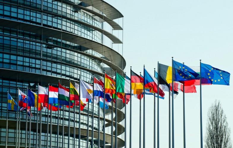 Covid, l'Europa vuole allentare le restrizioni sul turismo