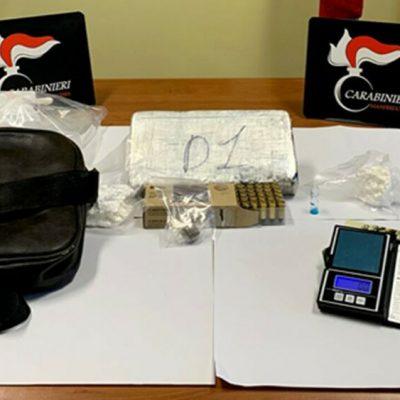 Manfredonia, droga e munizioni nell'avvolgibile, arrestato