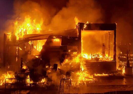 Incendiato uno stabilimento balneare a Lido Marini, nel Salento