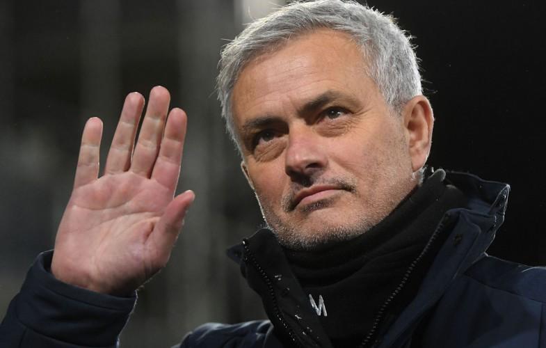 Calcio: Mourinho è il nuovo allenatore della Roma