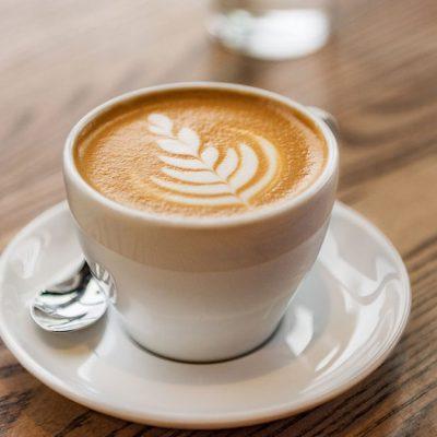 Giornata mondiale del latte, cappuccino al bar per festeggiare