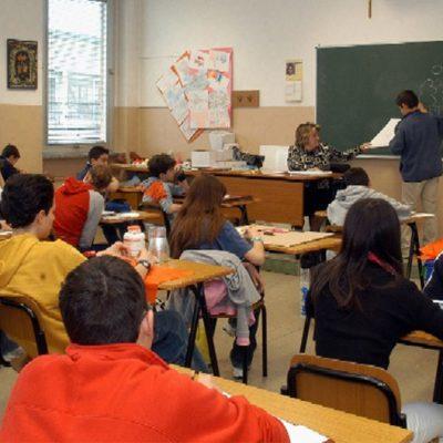 Torino, professori senza Green Pass lasciati fuori da scuola: è il primo caso