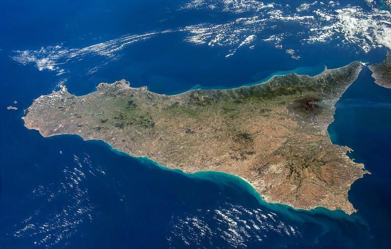 Vaccini, la Sicilia avvia somministrazioni di massa nelle isole minori