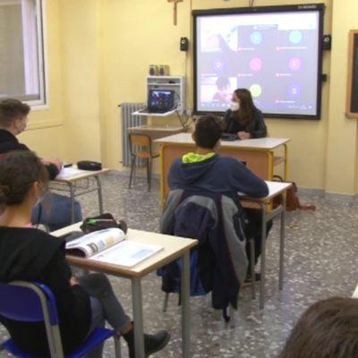 Puglia, da domani vaccino anti-Covid per i maturandi