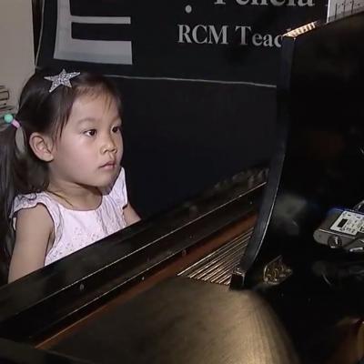 Bimba prodigio fenomeno della musica: a 3 anni vince un concorso internazionale. Si esibirà alla Carnegie Hall di New York