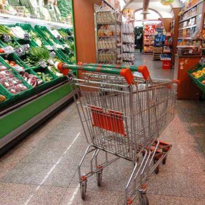 """Firenze, malinteso tra mamma e zia, bimba di 2 anni """"dimenticata"""" al supermercato"""
