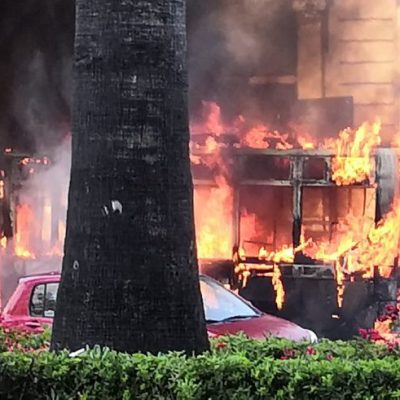 Bus dell'Amtab prende fuoco sul lungomare di Bari