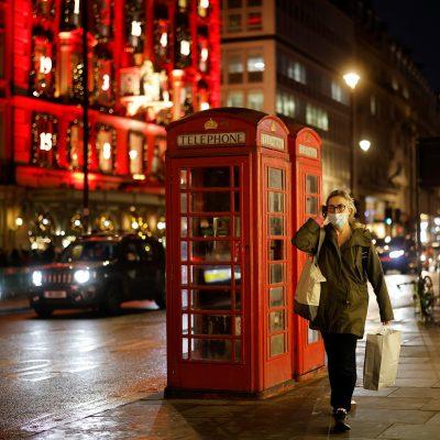 Variante indiana, la Gran Bretagna rinvia le riaperture: contagi in aumento