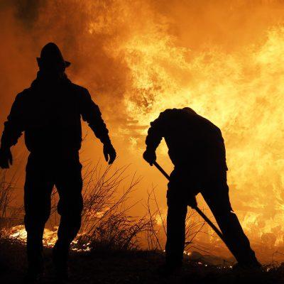 Incendio a pochi metri da Borgo Mezzanone, intossicati un carabiniere e un vigile del fuoco