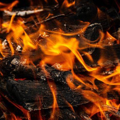 Le fiamme divorano il Salento, due roghi in poche ore