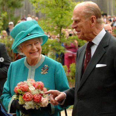 Elisabetta ricorda il suo Filippo: oggi avrebbe compiuto 100 anni