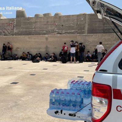 Migranti: veliero con 13 persone a Leuca, fermati 2 scafisti