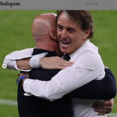 Vialli e Mancini: l'abbraccio che commuove l'Italia