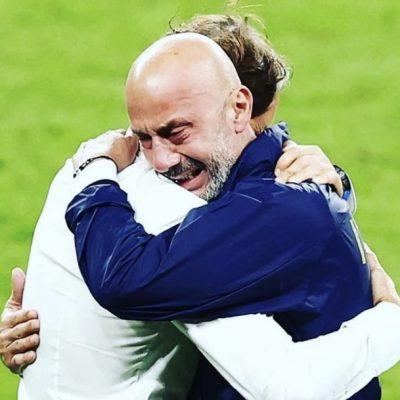 Mancini e Vialli, abbracci e lacrime per la vittoria