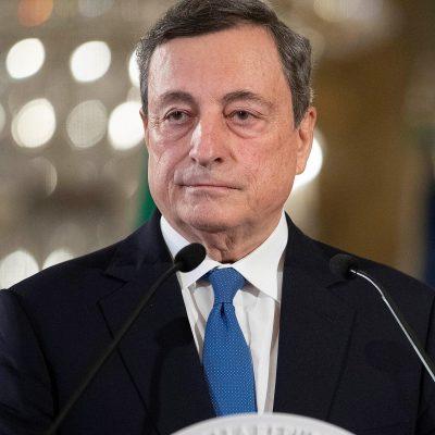 """Vaccini, Draghi: """"Italia prima in Europa grazie a medici e cittadini"""". Il Fondo Monetario Internazionale: """"Forte ripresa"""""""