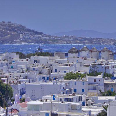 Picco di contagi, a Mykonos torna il coprifuoco e musica vietata nei locali