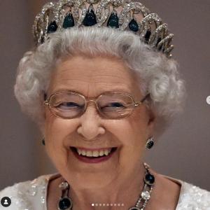 La regina alla guida della sua Range Rover a 95 anni