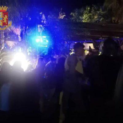 Gallipoli, migliaia di giovani ammassati in due locali notturni, disposta la chiusura