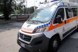 Incidente sul lavoro nel Torinese, camionista muore travolto dal suo tir. Non avrebbe inserito il freno a mano