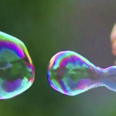 L'Istituto superiore di sanità: attenzione a batteri e muffe nei giochi per bambini a base di liquidi, dalle bolle di sapone alle pitture