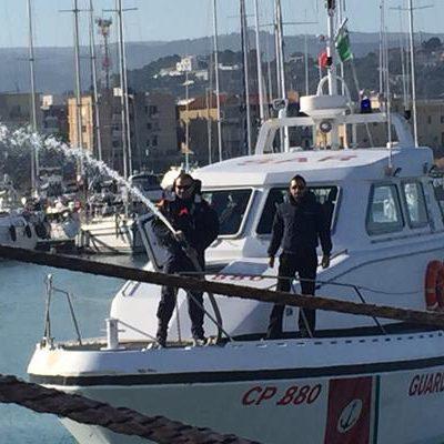Nave sottoposta a fermo nel porto di Taranto. Presentava anomalie nei sistemi di sicurezza