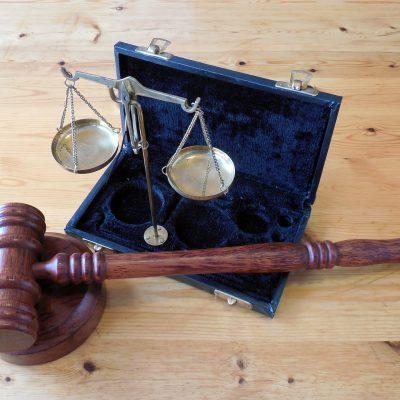 Giustizia, sì all'arresto in flagranza per gli ex trovati sotto casa e al diritto all'oblio per gli imputati assolti