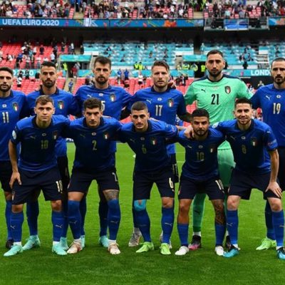 """Italia – Spagna, nel pre partita """"A far l'amore comincia tu"""" di Raffaella Carrà. Gravina: E' la sua partita"""