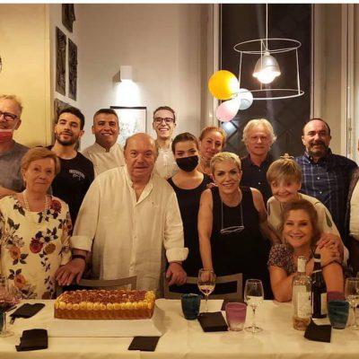 Lino Banfi festeggia 85 anni con la famiglia vera e la famiglia di fiction