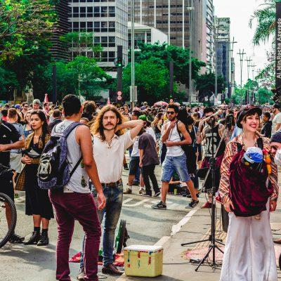 """Manifestazioni """"no green pass"""": in migliaia nelle piazze di tutta Italia"""