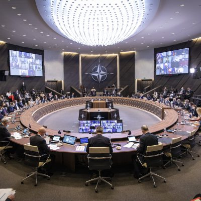 """Riunione ministri Nato: """"Salvaguardare i diritti di tutti gli afghani, no al terrorismo"""""""