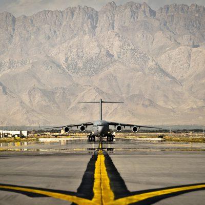 Afghanistan, italiani in volo. Fuga da Kabul, nasce l'Emirato islamico