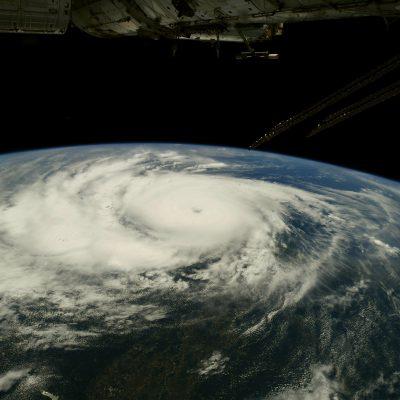 """Uragano Ida negli Stati Uniti, confermata seconda vittima. Il governatore della Louisiana: """"Temiamo un bilancio pesante"""""""