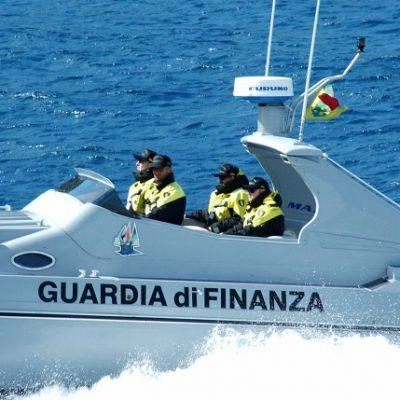 Settanta migranti soccorsi al largo di Ugento, presi due scafisti