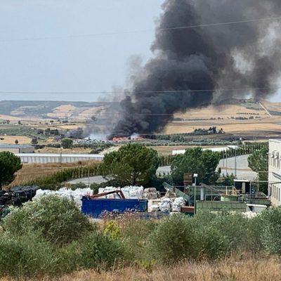 Incendio in discarica a Matera, la nube arriva ad Altamura
