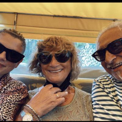 Emma in vacanza con mamma e papà
