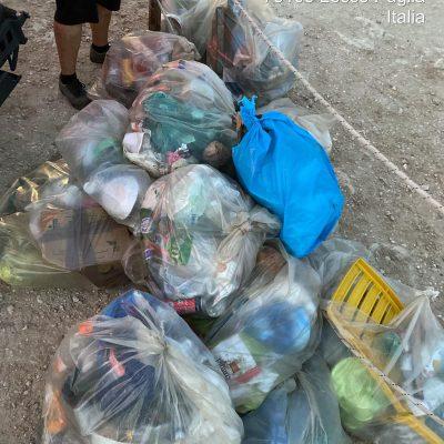 Notte di San Lorenzo all'insegna dell'inciviltà: a Barletta e nel Leccese abbandonati rifiuti e carrelli di supermercato